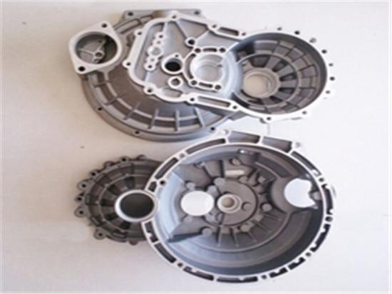 Die casting machine for producing aluminum alloy clutch housing